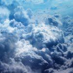 Gavin Pretor-Pinney, el fundador de la Sociedad para la Apreciación de las Nubes, aún no entiende por qué se asocian con algo negativo