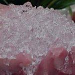 La lluvia sólida, un polímero llamado poliacrilato de potasio, se utiliza en lugares con escasez de precipitaciones para que el agua dure más