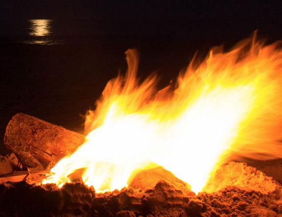 Foto de una verbena de San Juan se festeja en la noche que da inicio al verano