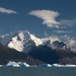 El Lago Argentino se encuentra a una altitud de 178 m cerca del pueblo de El Calafate. Es uno de los 20 lagos más profundos del mundo