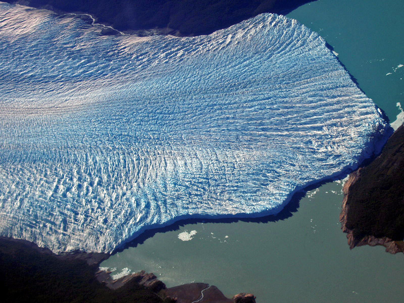 perito moreno es un glaciar que nunca deja de avanzar