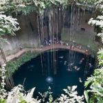 En la península de Yucatán, México, se calcula que hay más de 2400 cenotes, muchos de ellos interconectados, y algunos conectados con el mar.