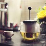 El té es la tercera bebida que más se bebe en el mundo, según las estadísticas, tras el agua y el café. Descubre cuando nació esta infusión.