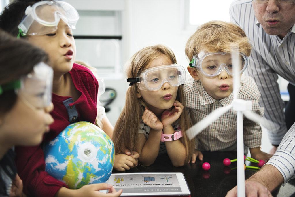 Cada vez el porcentaje de jóvenes interesadas por las vocaciones científicas y tecnológicas es menor