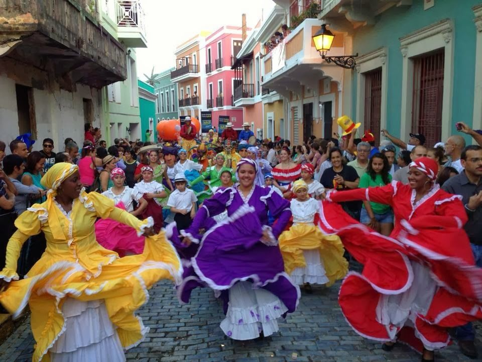 La parranda de Puerto Rico es una festividad navideña que se celebra desde noviembre hasta enero