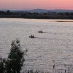 Río Guadiana (en portugués Odiana) nace en Castilla la Mancha (Ciudad Real) y desemboca en Andalucía (Golfo de Cádiz).
