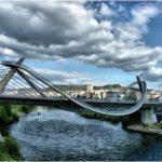 El río Miño nace en Galicia (Lugo) y discurre hasta hacer frontera con Portugal. Finalmente desemboca en la Guardia (Pontevedra).