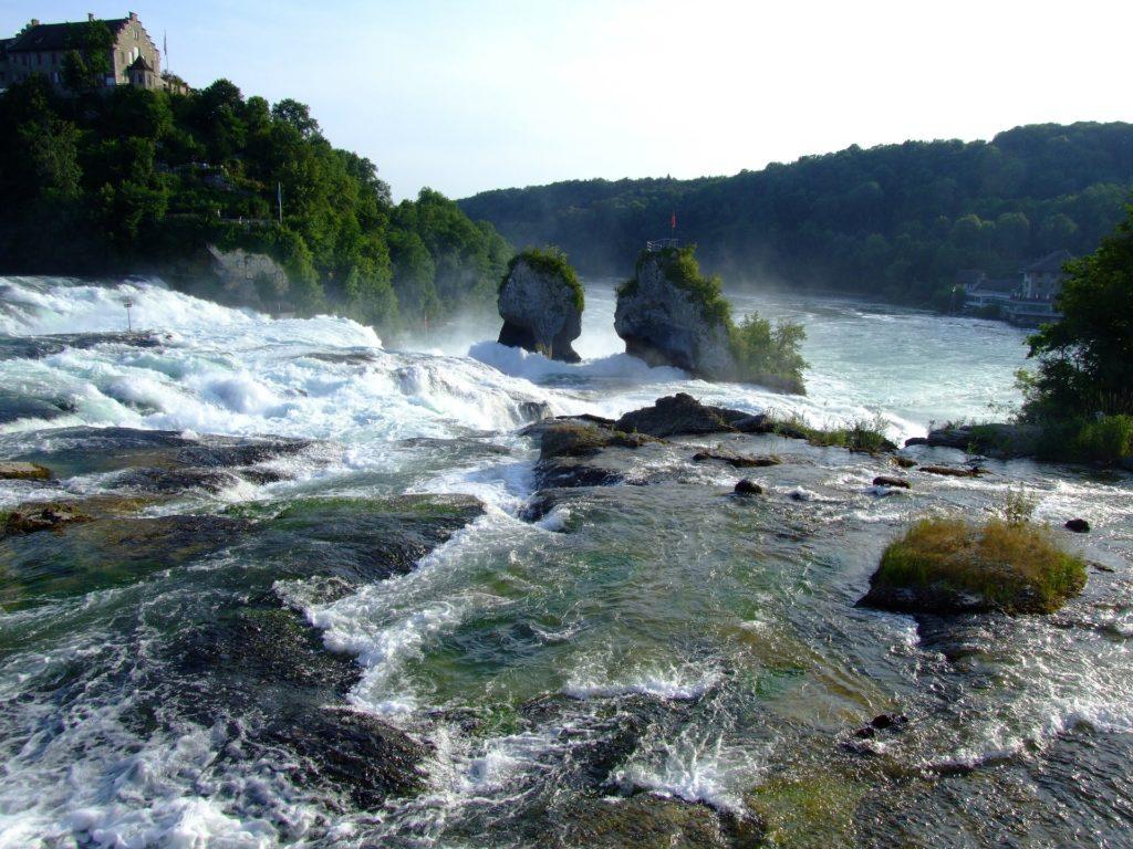 el río rin pasando por suiza