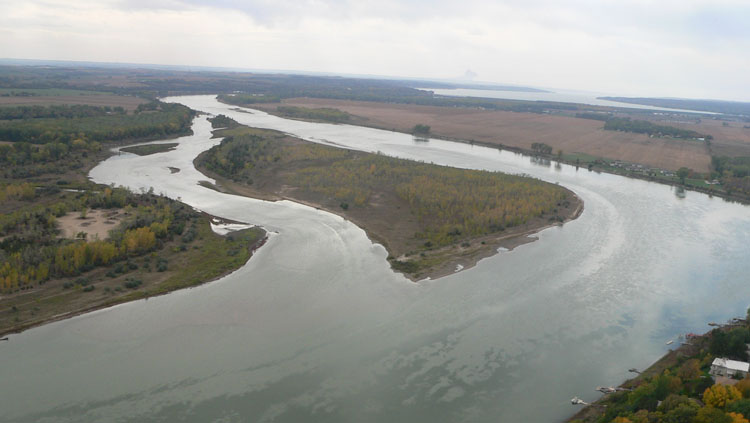 El río Misuri va desde las Montañas Rocosas hasta el Missisipi pasando por las grandes llanuras.
