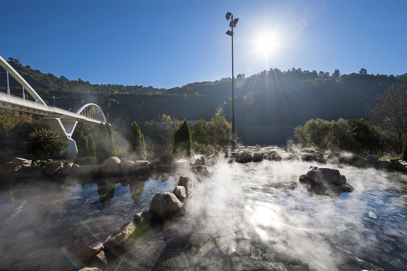 Conoce alguna de las termas naturales más singulares de España