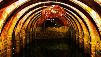 Una cisterna, aljibe o tinaco es un sistema de almacenamiento de agua que permite guardar el de lluvia o procedente de un río o manantial