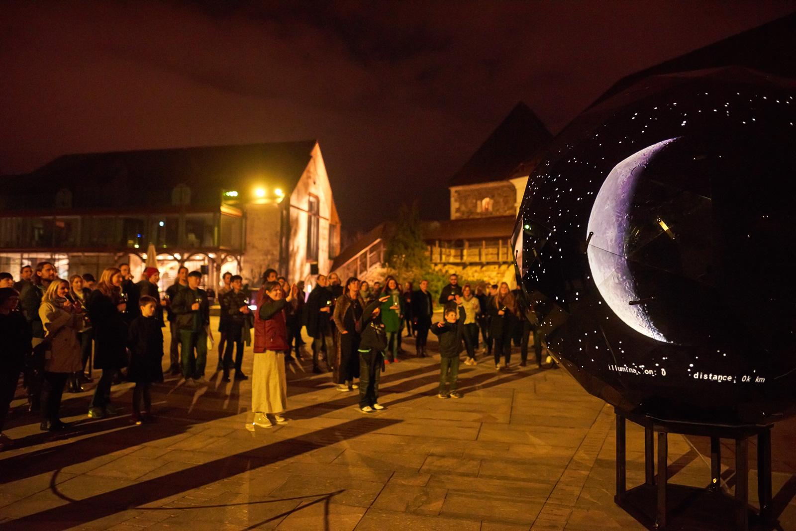 moonolith, un monumento interactivo