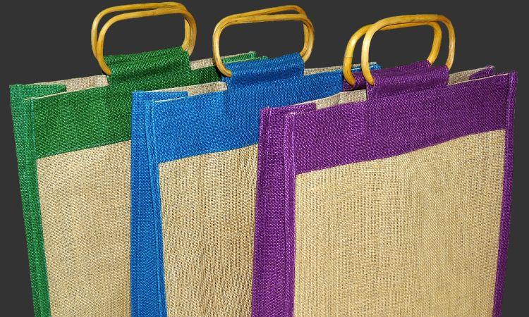 fb53c5afe Llevar siempre bolsas de la compra reutilizables. Lo más práctico es llevar  algunas en el maletero del vehículo o en el bolso para que estén siempre a  mano ...