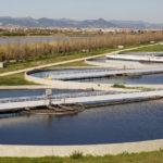 una planta de depuración del agua usada. Descubre cómo funciona y que pasos siguen las aguas para ser saneadas.