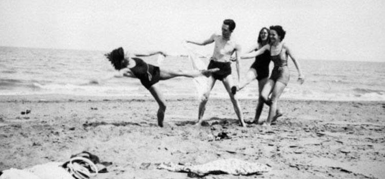 Albert Camus en las playas de Argelia