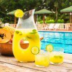 Recomendaciones para hidratarse en verano: beber agua y mantener una dieta equilibrada