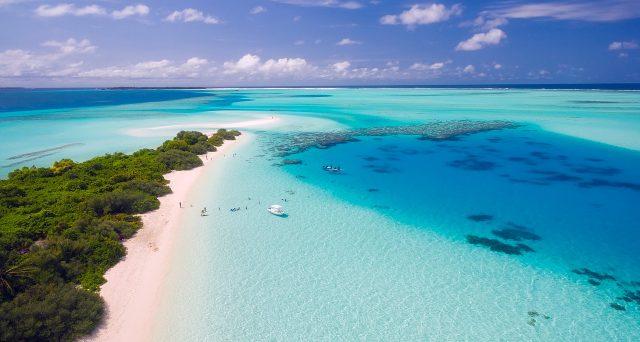 Las Islas Maldivas es uno de los lugares para visitar con el agua más cristalina del mundo
