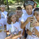Escuelab es una iniciativa social que pretende promover la educación científica entre los más pequeños