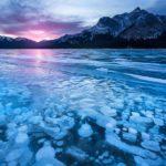 Situado a los pies de las Montañas Rocosas, se encuentra el singular lago de Abraham. Sus burbujas congeladas crean un paisaje único.