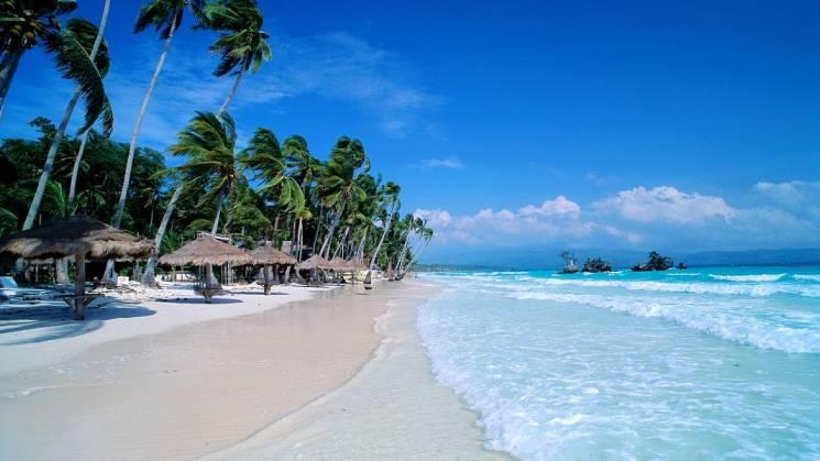 Playa Blanca Borácay es uno de los lugares de agua cristalina más famosos del mundo