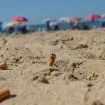 colillas en el mar que contaminan los océanos