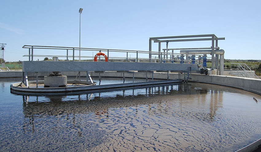Se estima que el valor económico de estas infraestructuras del ciclo urbano y las plantas potabilizadoras del aguadel agua es de se estima en 5.138 millones de euros para la red de aducción, 36.059 millones de euros para la de abastecimiento y 128.917 millones de euros para la de saneamiento