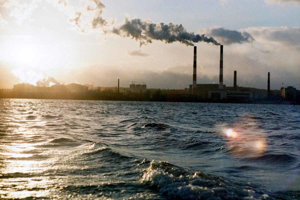 La contaminación del aire y el aumento del nivel del mar será uno de los efectos del cambio climático en España que afectará, especialmente, al Mediterráneo