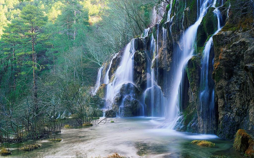 10 destinos espectaculares para viajar desde casa, cascadas en España