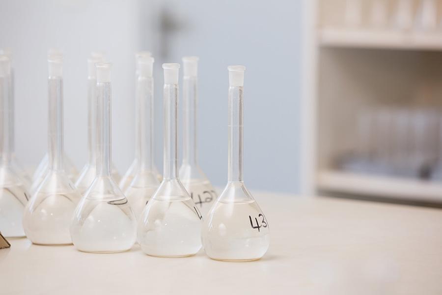 qué es agua destilada