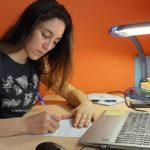 Es clave que la figura del profesor que ayuda y apoya a sus alumnos, Silvia Rodríguez nos cuenta su historia tras su operación de escoliosis y cómo las becas de la Fundación Aquae fueron un apoyo escolar fundamental en su carrera