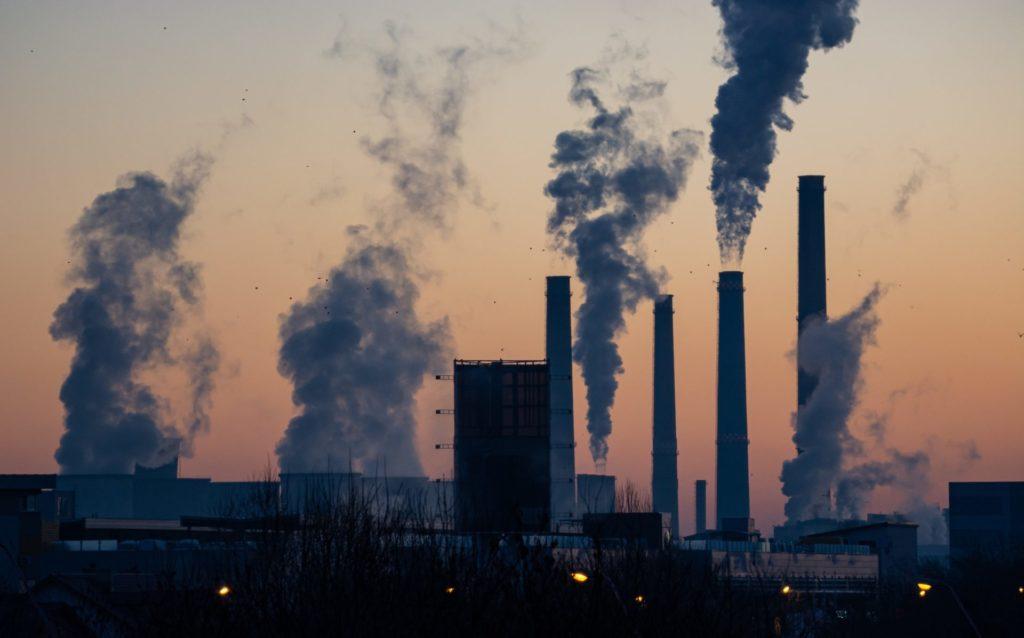 La contaminación del aire es uno de los efectos del cambio climático que aumenta el riesgo de contraer enfermedades infecciosas, así lo afirma Julio Díaz
