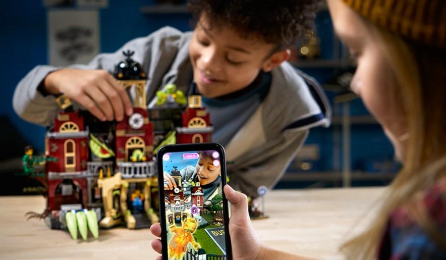 Algunas de las actividades para fomentar el trabajo en equipo entre los más pequeños son la tecnología y las artes. Además ayuda a potenciar sus vocaciones científicas
