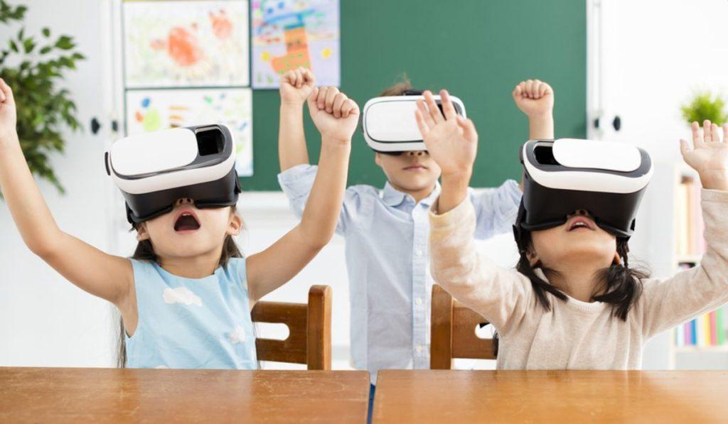 Uno de los beneficios del uso de las nuevas tecnologías en la educación es el aprendizaje y el trabajo en equipo