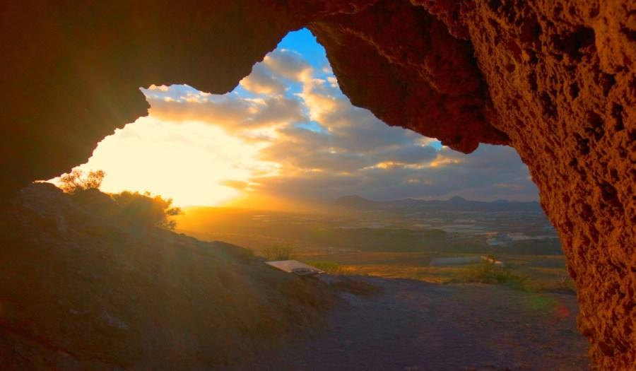 ¿Qué es un solsticio? ¿Qué es un equinoccio? Ocurre cuando el Sol se encuentra más cerca o más lejos de uno de los hemisferios terrestres