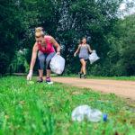 El jogging es un deporte sostenible que tiene como objetivo realizar ejercicio físico a la vez que se recogen las basuras o desperdicios que se encuentran por el camino con el objetivo de cuidar el medio ambiente.