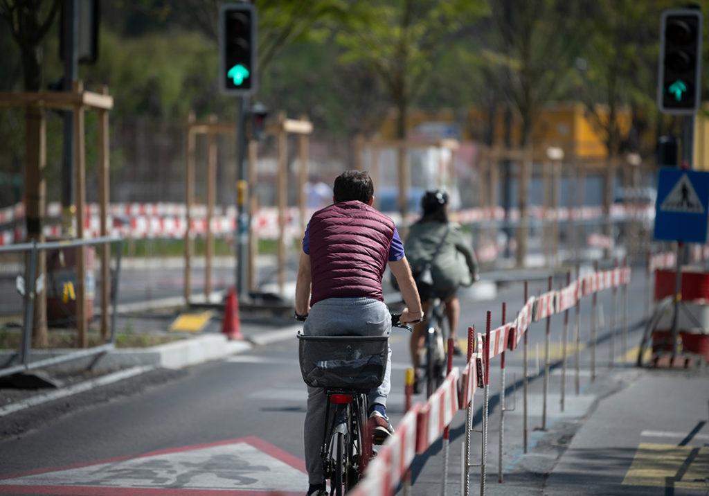Una de las recomendaciones sostenibles es potenciar el uso de la bicicleta para ayudar a reducir las emisiones provocadas por el transporte