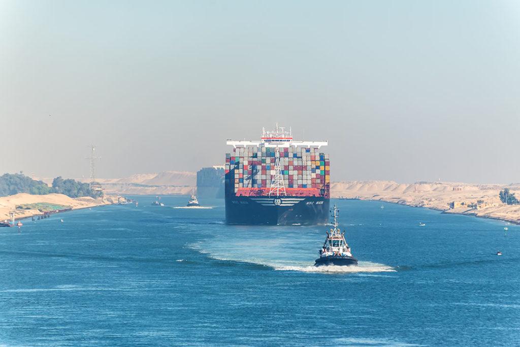 El Canal de Suez es uno de los canales más largos e importantes para el comercio internacional del mundo. Te contamos algunas curiosidades sobre el Canal de Suez